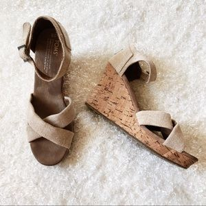 Toms Wedge Sandal Size 9